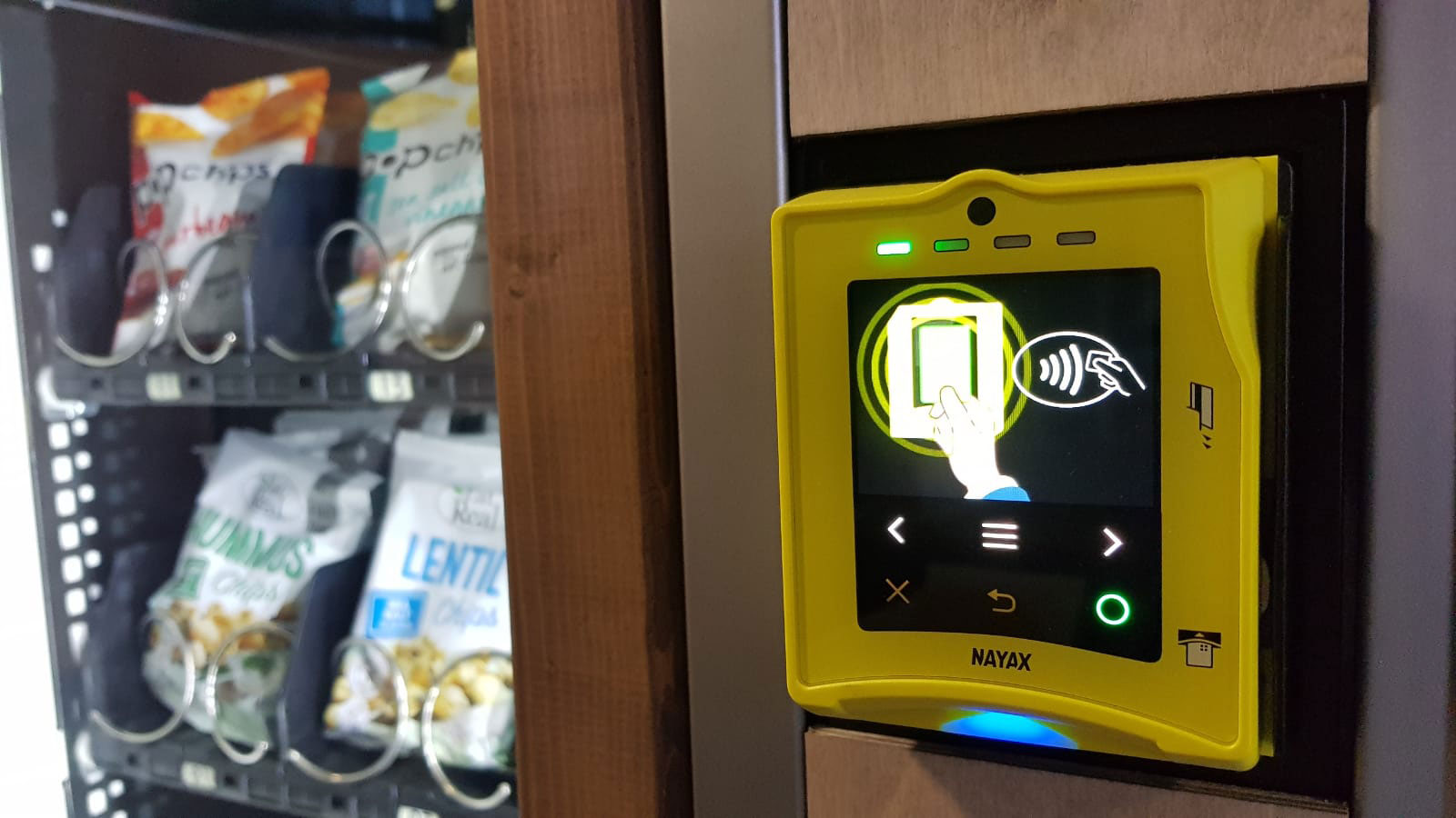 cashless vending machines feature